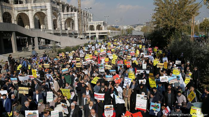 Protests in Tehran (photo: picture-alliance/AA/Stringer