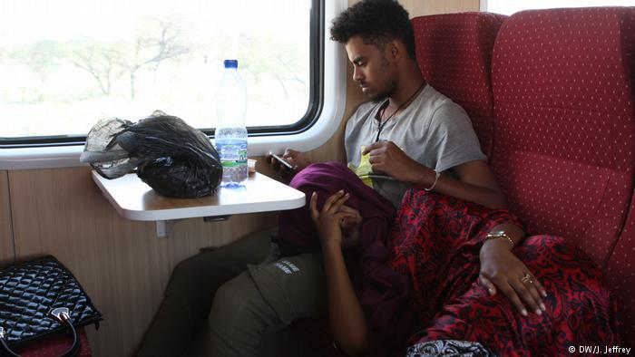 A young couple relaxes on the Ethiopian Djibouti Railway Train (photo: DW/J. Jeffrey)
