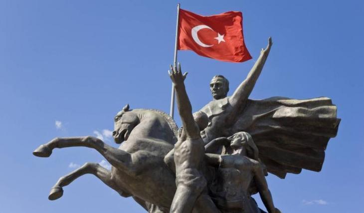 Statue of Ataturk in Antalya (photo: Reuters)