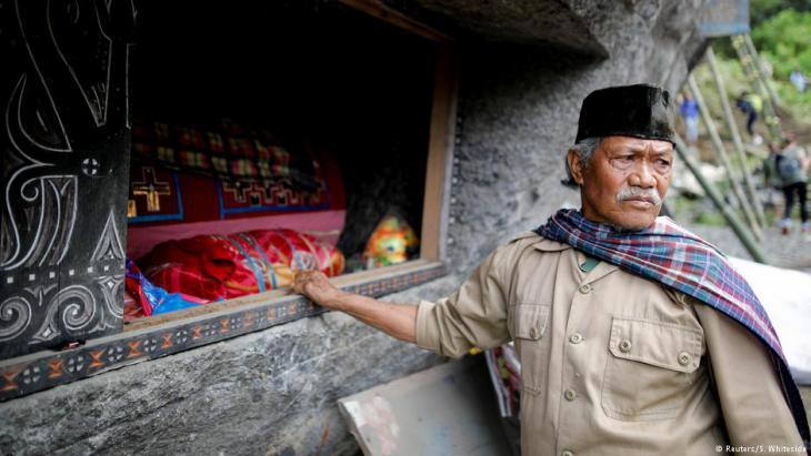 Tana Toraja resident at a rock-hewn tomb (photo: Darren Whiteside/Reuters)