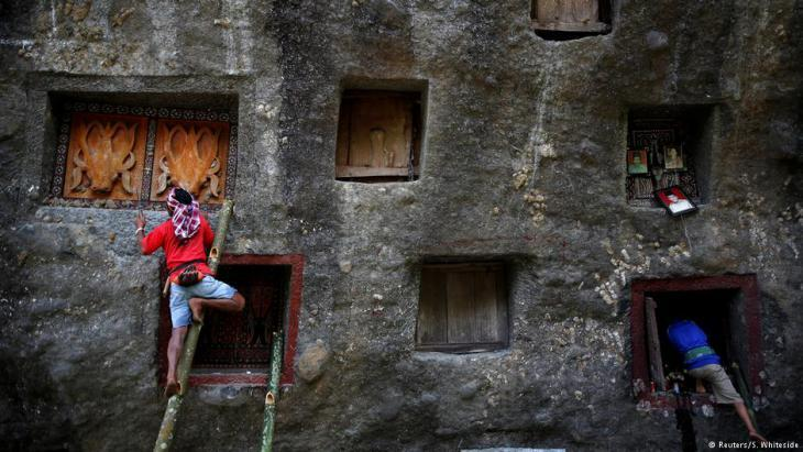 Tana Toraja residents (photo: Darren Whiteside/Reuters)