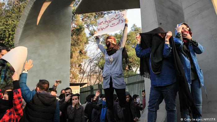 Young people demonstrate at the University of Tehran (photo: Getty Images/AFP/STR)