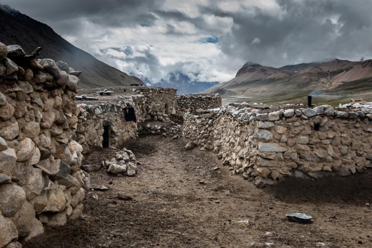 Deserted shepherds huts in the high-altitude summer village (photo: Camille Del Bos)