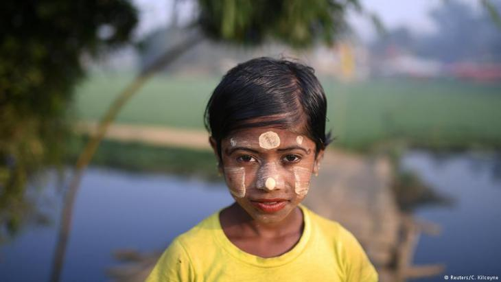 A Rohingya refugee girl named Zannat Ara, aged 10, poses for a photograph as she wears thanaka paste at Balukhali camp in Cox's Bazaar, Bangladesh, 30 March 2018 (photo: Reuters/Clodagh Kilcoyne)