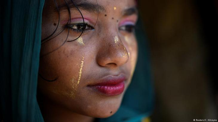 "A Rohingya refugee girl named Razina Begum, aged 16, poses for a photograph as she wears thanaka paste at Jamtoli camp in Cox's Bazaar, Bangladesh, April 1, 2018. ""I use the make up to make my face clean and fresh. I wear it everyday,"" said Razina (photo: Reuters/Clodagh Kilcoyne)"