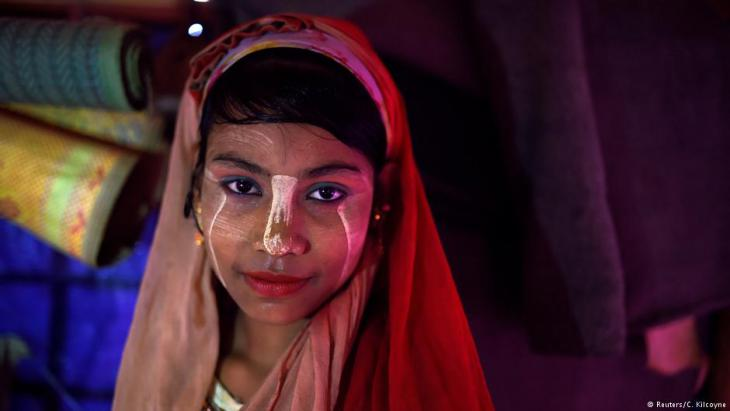 A Rohingya refugee girl named Senuara Begum, aged 14, poses for a photograph as she wears thanaka paste at Jamtoli camp in Cox's Bazaar, Bangladesh, 1 April 2018 (photo: Reuters/Clodagh Kilcoyne)