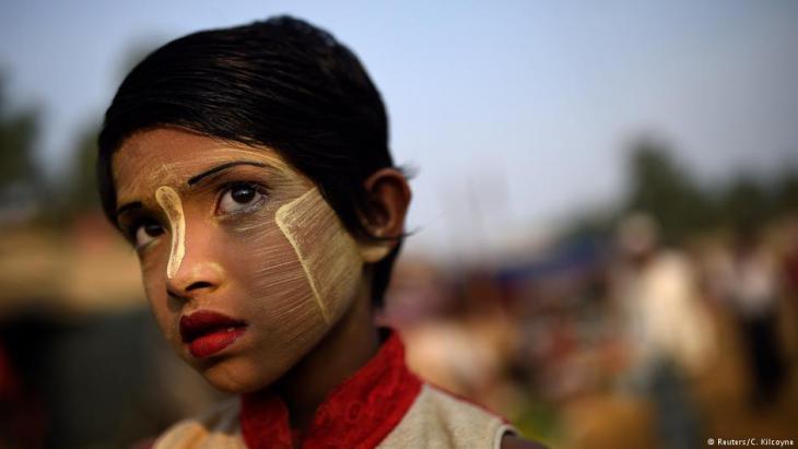 A Rohingya refugee girl named Rufia Begum, aged 9, poses for a photograph as she wears thanaka paste at Balukhali camp in Cox's Bazaar, Bangladesh, 31 March 2018 (photo: Reuters/Clodagh Kilcoyne))
