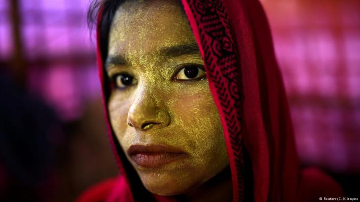 A Rohingya refugee woman named Laila Begum, aged 23, poses for a photograph as she wears thanaka paste at Balukhali camp in Cox's Bazaar, Bangladesh, 31 March 2018 (photo: Reuters/Clodagh Kilcoyne)