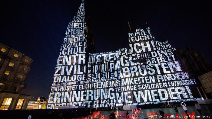 Illumination at Cologne Cathedral (photo: picture-alliance/dpa/R. Vennenbernd)