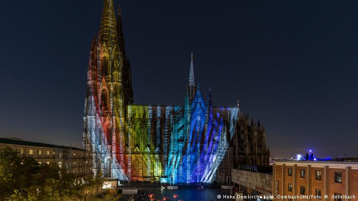 Cologne cathedral illumination by media artists Detlef Hartung & Georg Trenz (photo: M. Unkelbach)