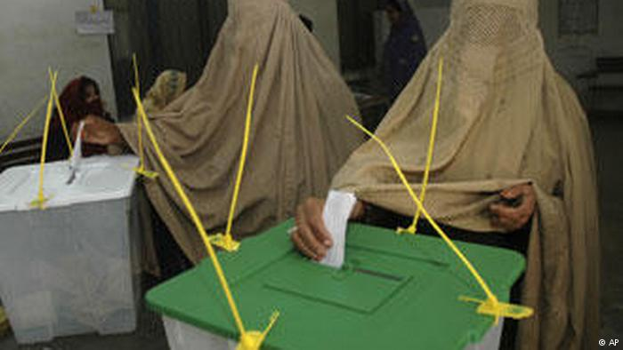 Women wearing burkas cast votes in Pakistani parliamentary elections (photo: AP)