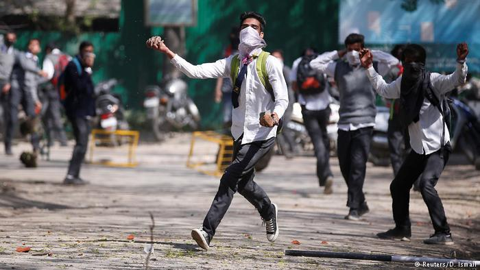Kashmir: demonstations in Srinagar (photo: Reuters/D. Ismail)