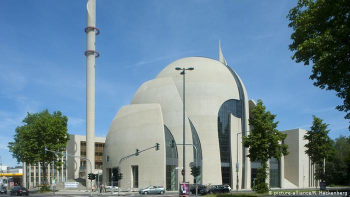 Street view of the mosque (photo: picture-alliance/R. Hackenberg)