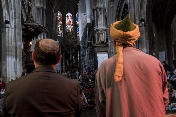 "Rabbi Tom Cohen, founder of Kehilat Gesher, the French-American synagogue of Paris (left) and Abd El Hafid Benchouk, representative of the Naqshbandi Sufi Way in France during the ""Nuit Sacree 2019"" (photo: Jan Schmidt-Whitley / Le Pictorium)"