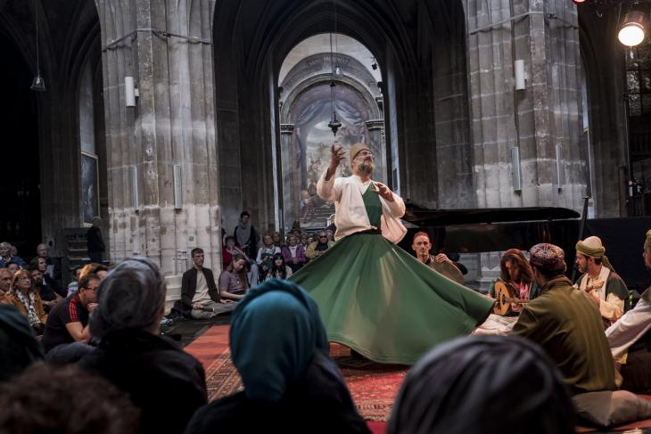 The Dervish Spirit Ensemble performs in front of the audience in Saint Merry on 9 June 2019 (photo: Jan Schmidt-Whitley / Le Pictorium)