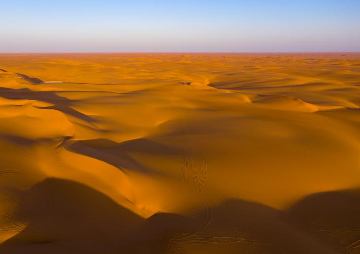 Rub Al Khali desert, near Najran, Saudi Arabia (photo: Eric Lafforgue)