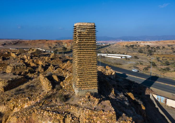 A stone and mud watchtower in Asir province, Saudi Arabia (photo: Eric Lafforgue)