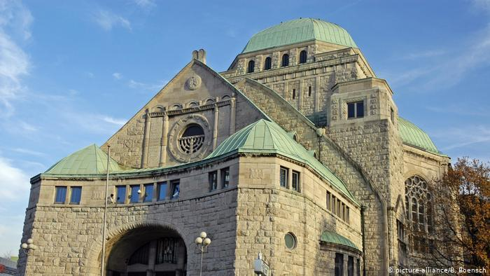 Old Synagogue in Essen, Germany (picture-alliance/B. Boensch)