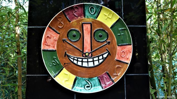 Morocco: ANIMA Garden - close-up of ceramic clock face by Picasso (photo: DW/V. Witting)