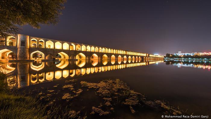 Si-o-se-pol bridge, geometric structures highlighted by night-time illuminations (photo: Mohammad Reza Domiri Ganji)