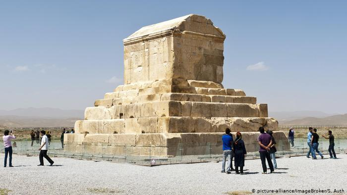 Ruins of Pasargadae, tomb of Cyrus II (photo: picture-alliance/imageBroker/S. Auth)