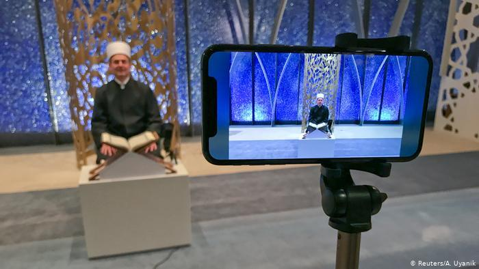 Ramadan in Germany - digital prayers (photo: Reuters/A. Uyanik)