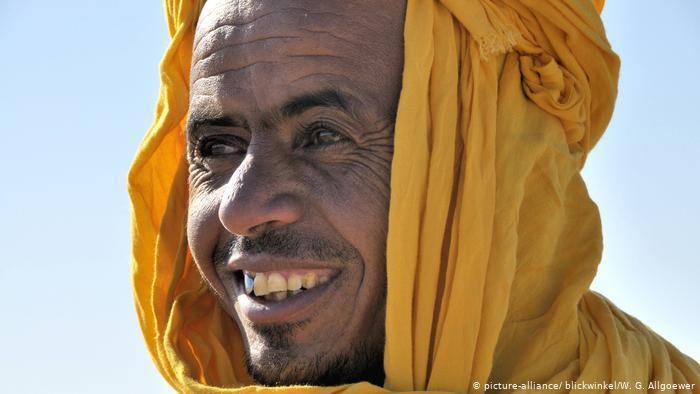 Berber man wearing a yellow litham (photo: picture-alliance/blickwinkel/W. G. Allgoewer)