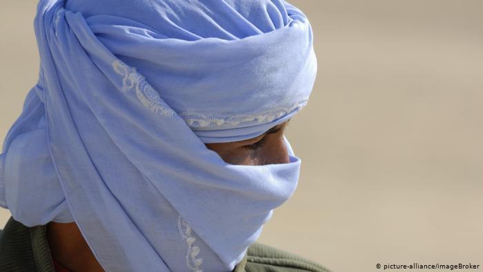 Egypt: Bedouin wearing head covering (photo: picture-alliance/ImageBroker)