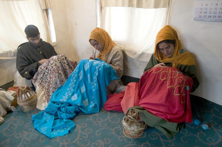 Women embroidering shawls (photo: Sugato Mukherjee)