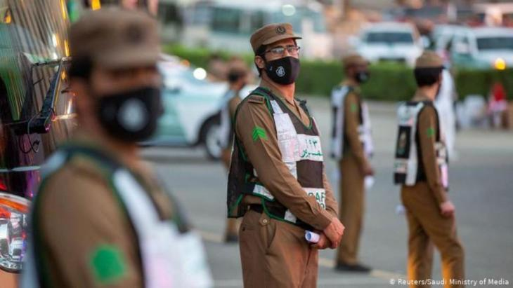 Saudi security officers wearing protective masks (photo: Reuters/Saudi Ministry of Media)