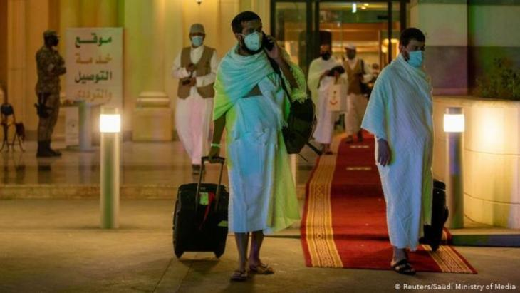 Muslim pilgrims wear protective masks on their way to the Meeqaat (photo: Reuters/Saudi Ministry of Media)