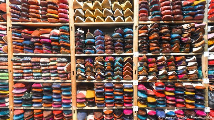 A leather shop in Fez, Morocco (photo: picture-alliance/NurPhoto/A. Widak)