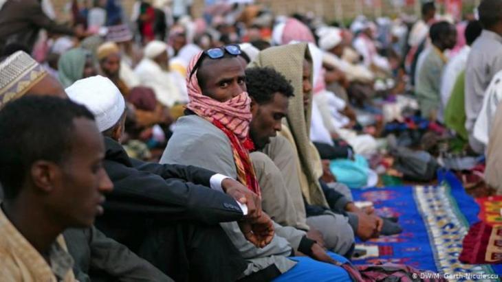 Muslim men pray in an open air mosque (photo: M. Gerth-Niculescu)