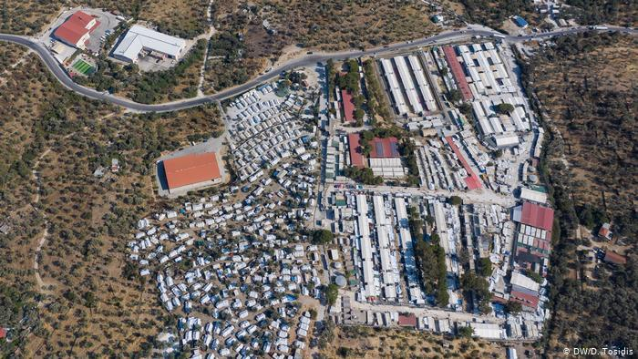 An old aerial photo of the Moria refugee camp before the fire (photo: DW/D. Tosidis)