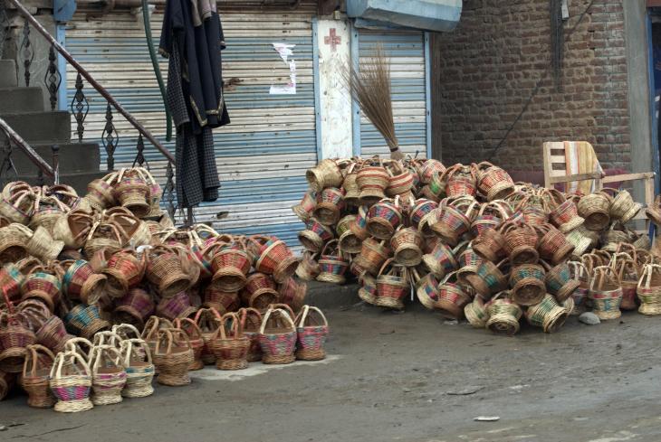A stack of kangdi on a downtown Srinagar street (photo: Sugato Mukherjee)