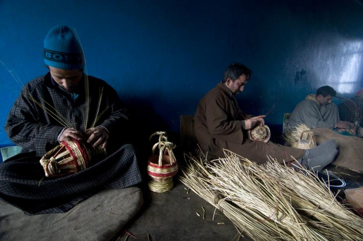 Artisans at work in a village kangdi factory (photo: Sugato Mukherjee)