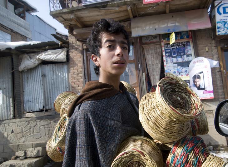 Showkat Hussein sells kangdi made by his family (photo: Sugato Mukherjee)