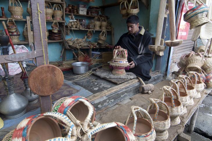 Mushtaq inspects a decorative kangdi (photo: Sugato Mukherjee)