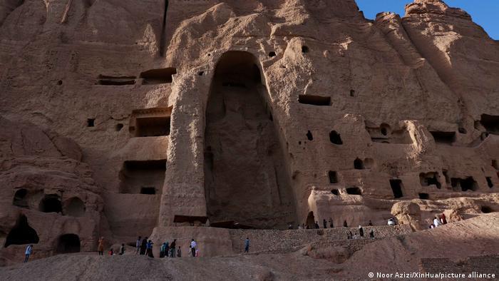 Afghanistan Bamiyan | Tourists at the Buddha site
