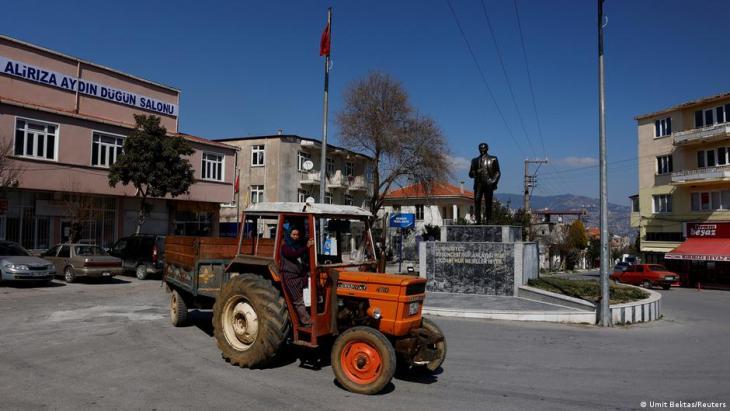 (photo: Umit Bektas/Reuters)