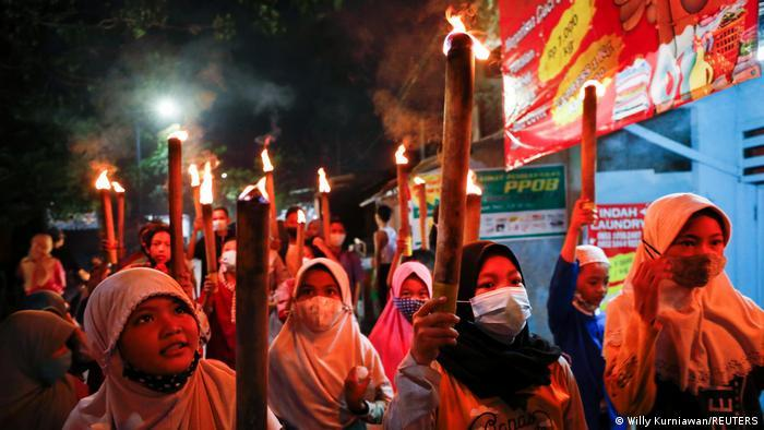 Muslim children in Jakarta parade with torches