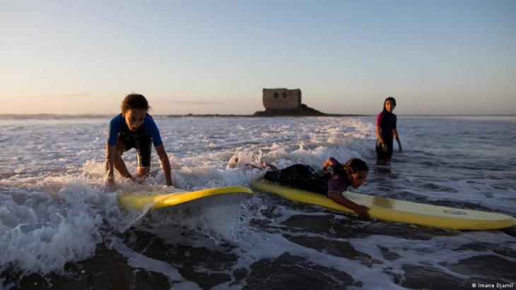 Students surf in front of La Casa del Mar during a lesson (photo: Imane Djamil)