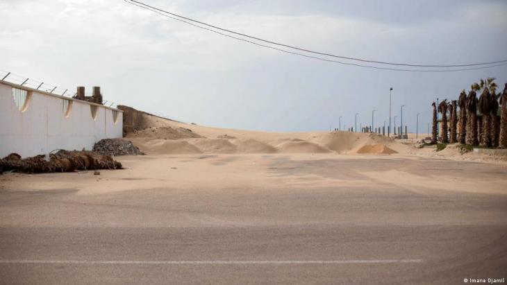 Piles of sand lie on Hassan II Avenue (photo: Imane Djamil)