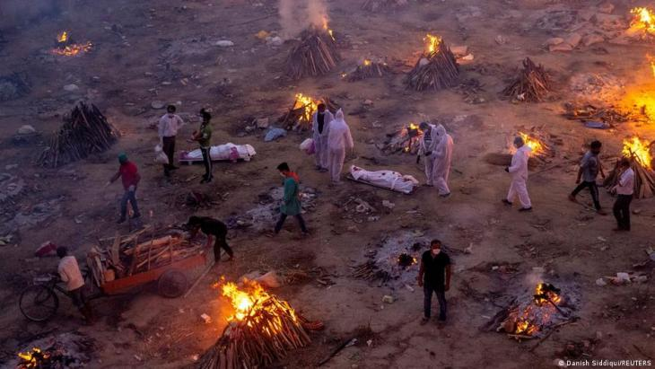 People wait to cremate victims who died due to the coronavirus disease (COVID-19), at a crematorium ground in New Delhi, India, 23 April 2021 (photo: REUTERS/Danish Siddiqui)