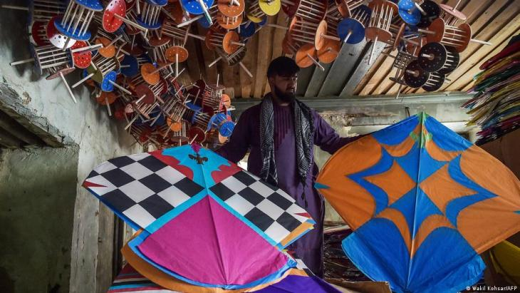 n this photo taken on June 9, 2021, a kite vendor shows his merchandise inside a warehouse in Shor Bazaar in the old quarters of Kabul (photo: Wakil Kohsar/AFP)