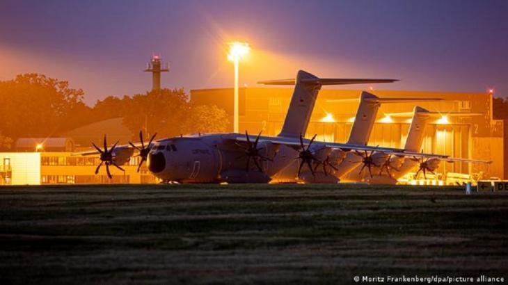 Evacuation of Westerners (photo: Moritz Frankenberg/dpa/picture-alliance)