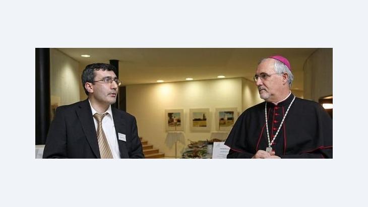 Prof. Abdullah Takim (left) and Bishop Gebhard Fürst at the Theologischen Forum Christentum - Islam 2009 (photo: Max Bernlochner, Wikipedia)