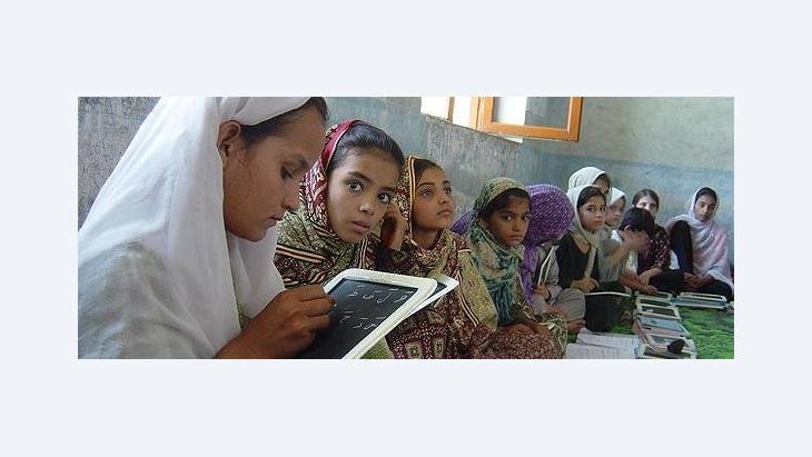 Female school class in Afghanistan (photo: Phoung Ngyen/UNICEF)