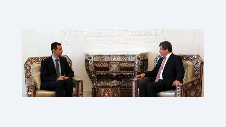 Syrian president al-Assad with Turkish foreign minister Davutoglu (photo: AP)