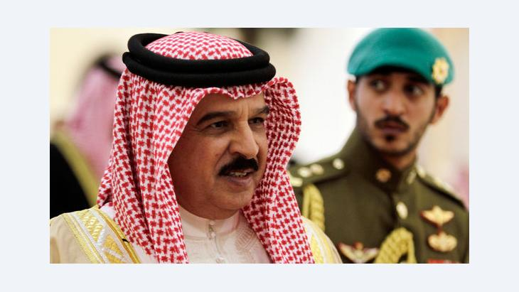 Bahrain's king Hamed bin Isa Al Khalifa (l.) and his son prince Khalid bin Hamad Al Khalifa (photo: dapd)